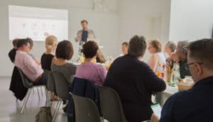 Gruppe und Redner bei Facebook Workshop